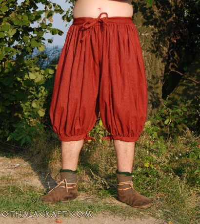 Short Rus Viking trousers from red wool
