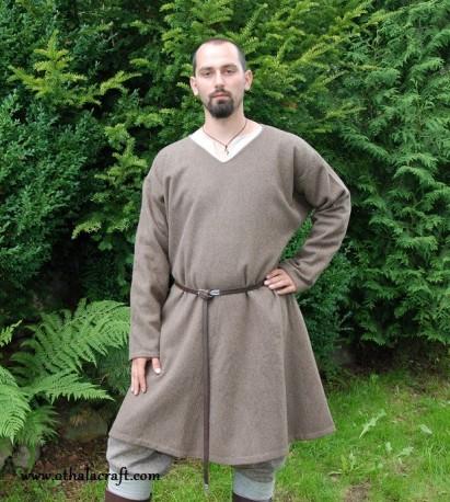 Hand sewn woolen Viking tunic - XL
