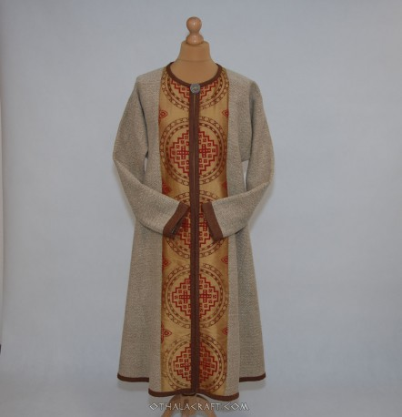 Lady coat with stamp printed wool
